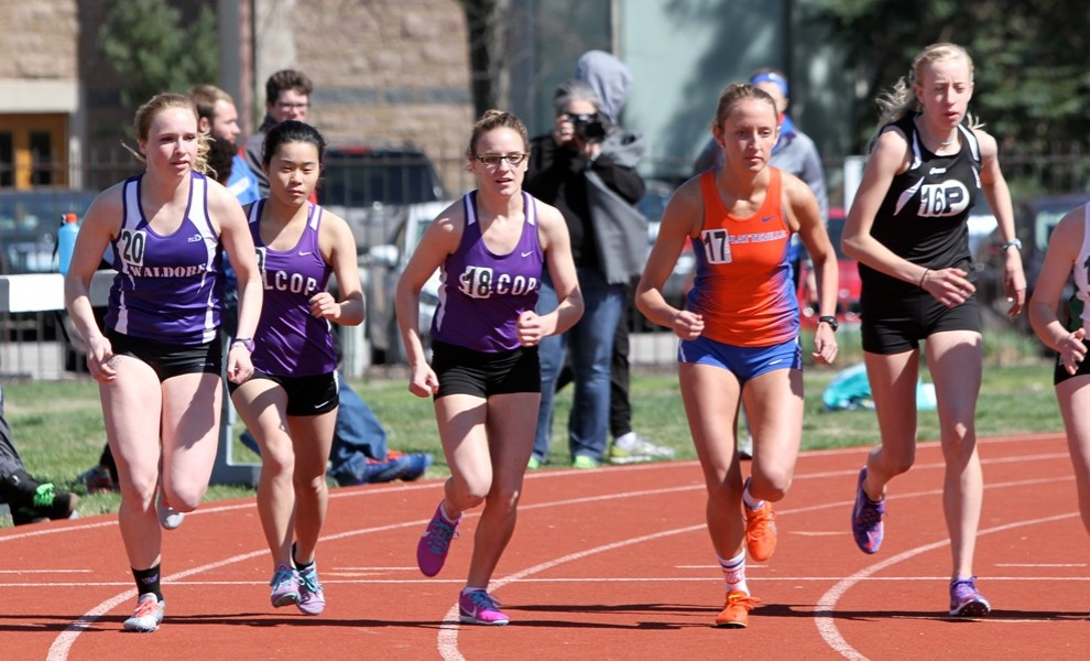 Amber Tu and Taylor Prusa finished seventh and eighth in the 800m run. Photo by Kathy Arnold.