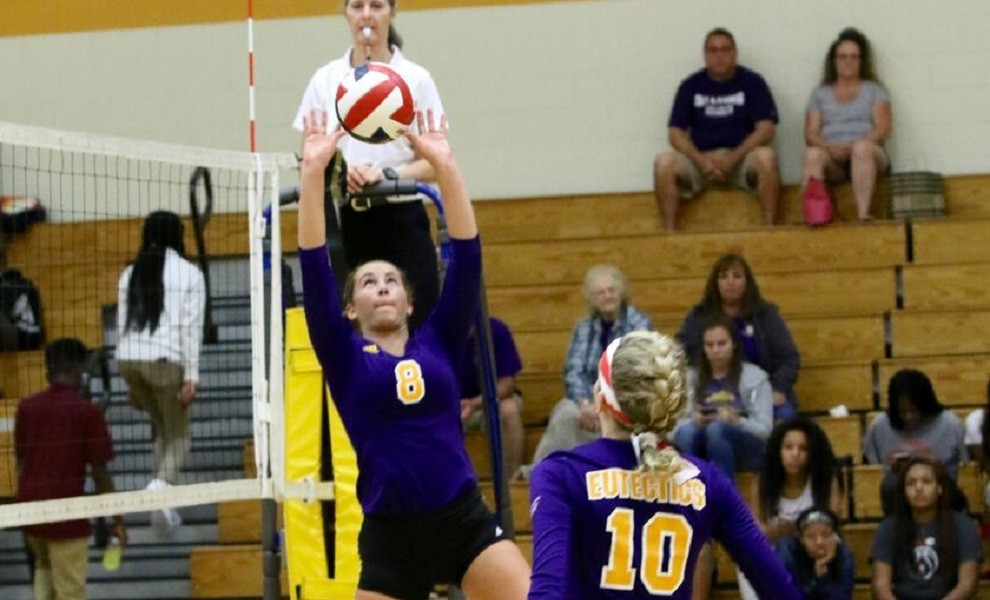Setter Kacie Kinnikin recorded 64 assists at the tri-match. Photo by Kathy Arnold.